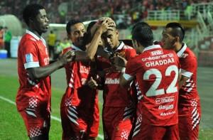rp_Pemain-Kelantan-meraikan-jaringan-ketua-pasukan-Mohd-Badri-Radzi-tiga-dari-kiri-pada-perlawanan-malam-semalam..jpg