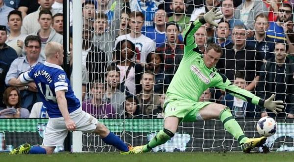 GOAL: Everton's Steven Naismith (left) scores his team's third goal past Fulham. Everton won 3-1. AFPpic