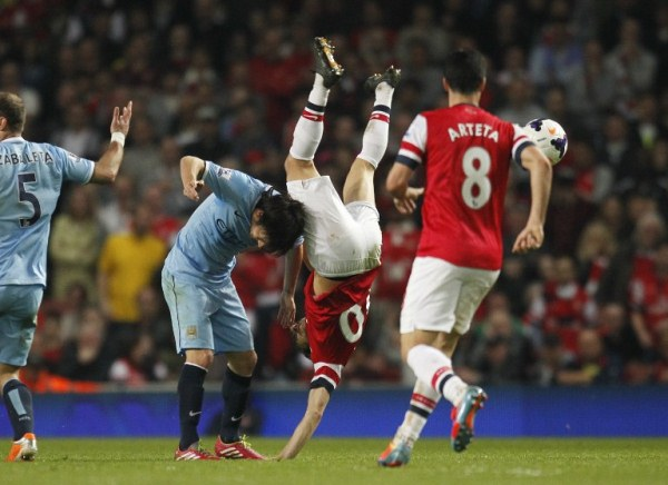 Arsenal's Mathieu Flamini (centre) and Manchester City's David Silva during an English Premier League match. The game ended 1-1. AFPpic