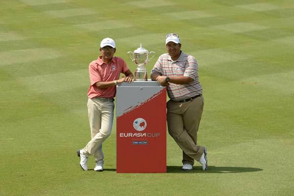 KUALA LUMPUR-MALAYSIA- (L-R), Nicholas Fung of Malaysia and Kiradech Aphibarnrat of Thailand pose with the EurAsia Cup Trophy on the 9th fariway on Tuesday, March 24, 2014 ahead of the EurAsia Cup, presented by DRB-HICOM, at the Glenamarie Golf and Country Club, Kuala Lumpur, Malaysia - March 27-29, 2014. Picture by Paul Lakatos/Asian Tour.