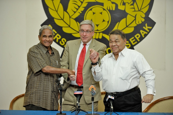 FROM-LEFT-Dato'-Peter-Velappan-Peter-Wheeler-and-Datuk-Muhammad-Feisol-Hassan-at-Wisma-FAM-today.