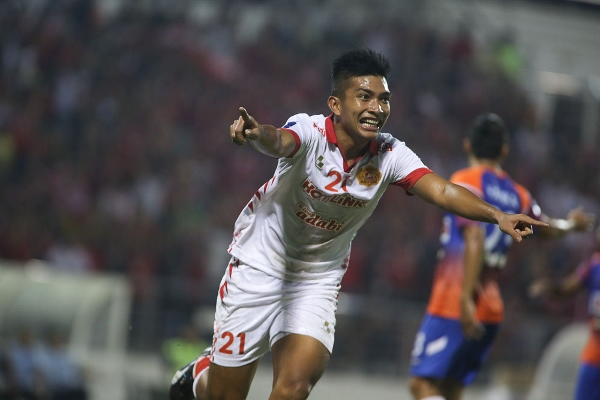 GLEE: Shakir wheels away in delight after putting Kelantan 2-1 ahead. Pictures by KAMARUL AKHIR/asiana.my - See more at: http://www.sports247.my/2014/02/warriors-through-thanks-to-ghad/#sthash.MoCqj2gm.dpuf