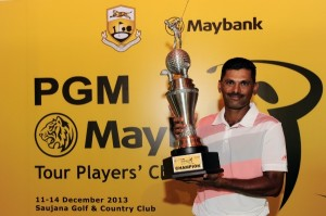 Nachimuthu-poses-proudly-with-the-Maybank-Tour-Players'-Championship-trophy.-300x199