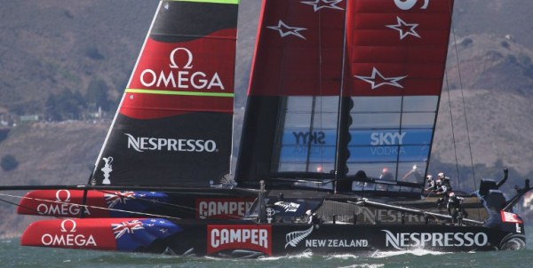 Emirates Team New Zealand races against Oracle Team USA in the 19th race of the America's Cup on Wednesday, September 25, 2013, in San Francisco.  Oracle Team USA won the race and event. AFP PHOTO/Mathew Sumner