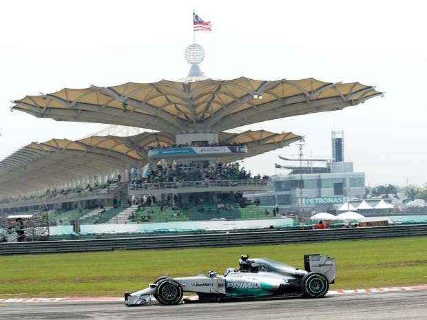 Rosberg sets fastest time in second practice session