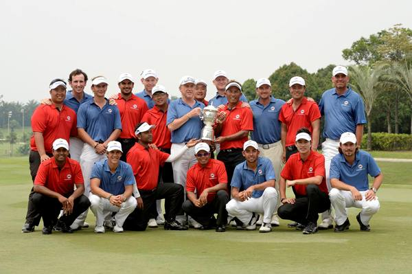 EQUALS: Team Asia (in red) and Team Europe pose with the EurAsia Cup trophy after the contest ended 10-10. ASIAN TOURpic