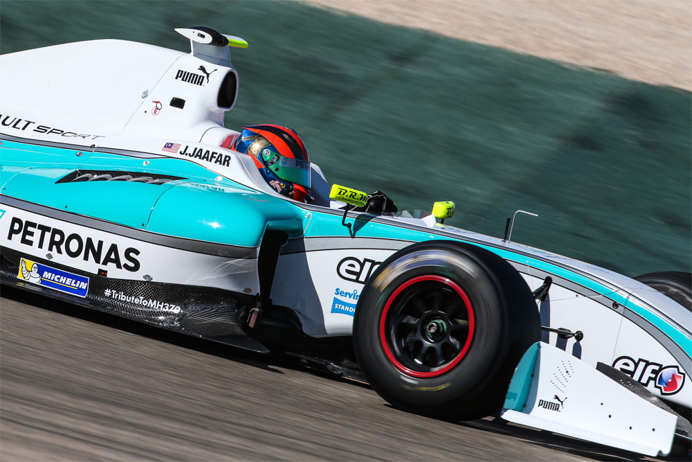 Jazeman Jaafar raced to a top ten finish at the second round of the Formula Renault 3.5 Series held this weekend at Motorland Aragon circuit in Alcandiz, Spain. The young Malaysian driver, racing with ISR Racing this season, finished ninth in the second race, after a 13th place finish in the first race.
