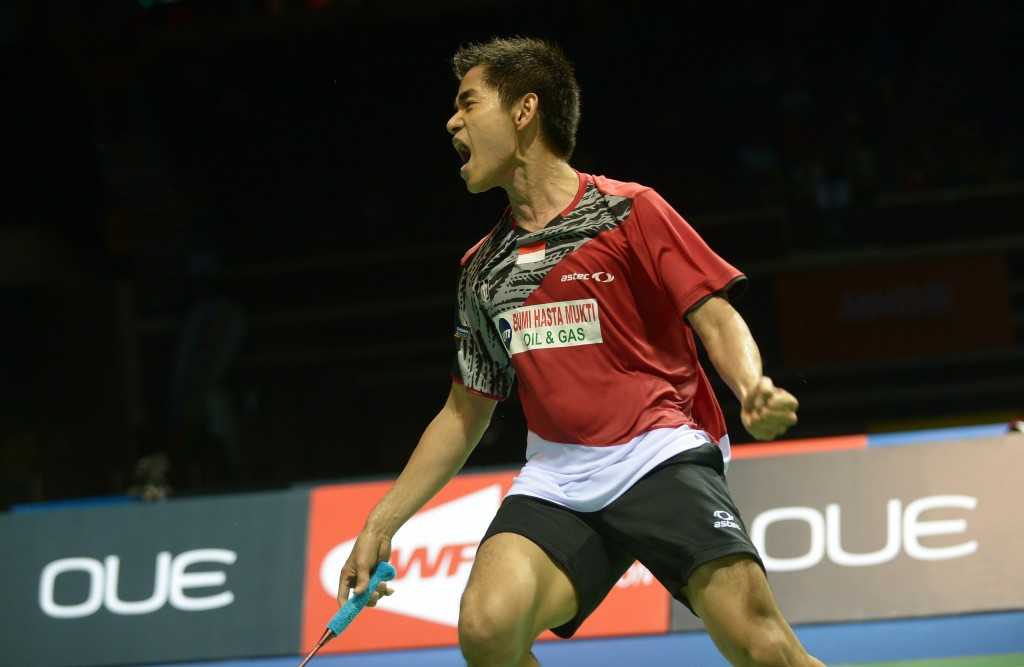 Simon Santoso of Indonesia reacts after defeating world number one Lee Chong Wei of Malaysia during the OUE Singapore Open badminton tournament men's final. Santoso beat Lee, 21-15, 21-10. (AFP PHOTO/ROSLAN RAHMAN)