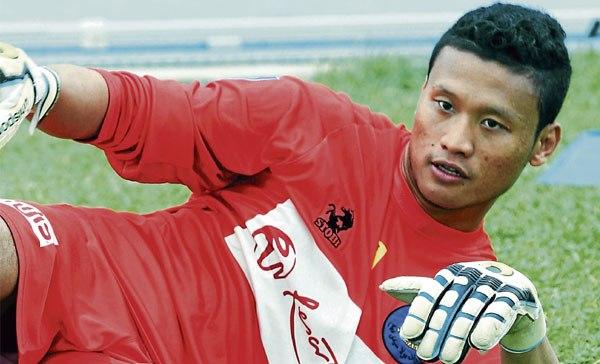 Khairul Azhan Khalid , The Kuantan-born custodian started his career as a footballer with Pahang FA President's Cup Team under-21 as the main Goalkeeper.