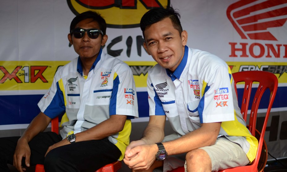 Zamri Baba (right) and Ahmad Fazrul Sham (left) are SCK Racing's two latest additions this season