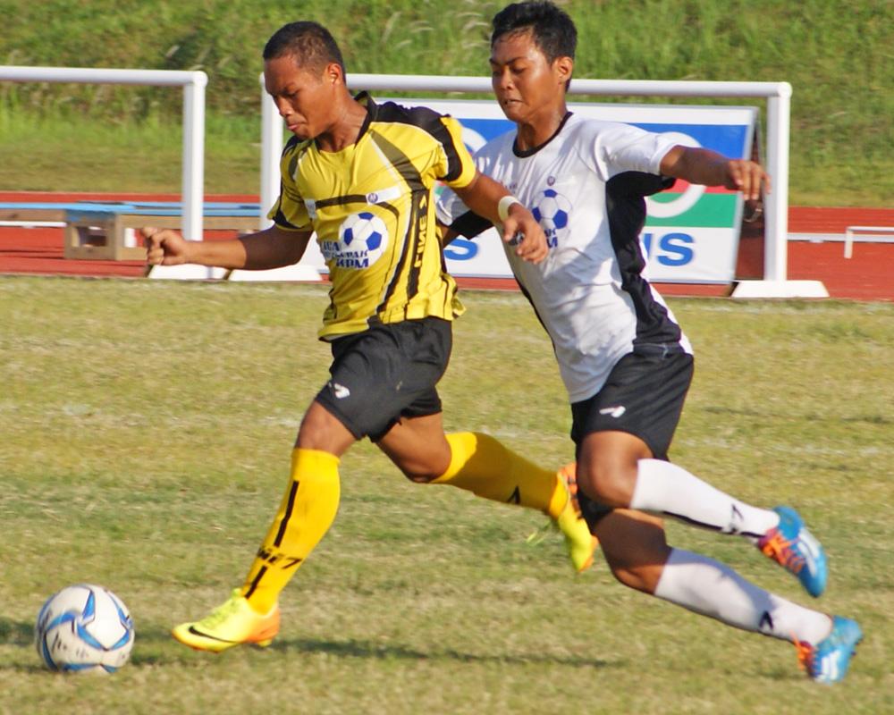 SMK Za'ba (in yellow / black kit) against SMK Seksyen 11 (in white / black kit)