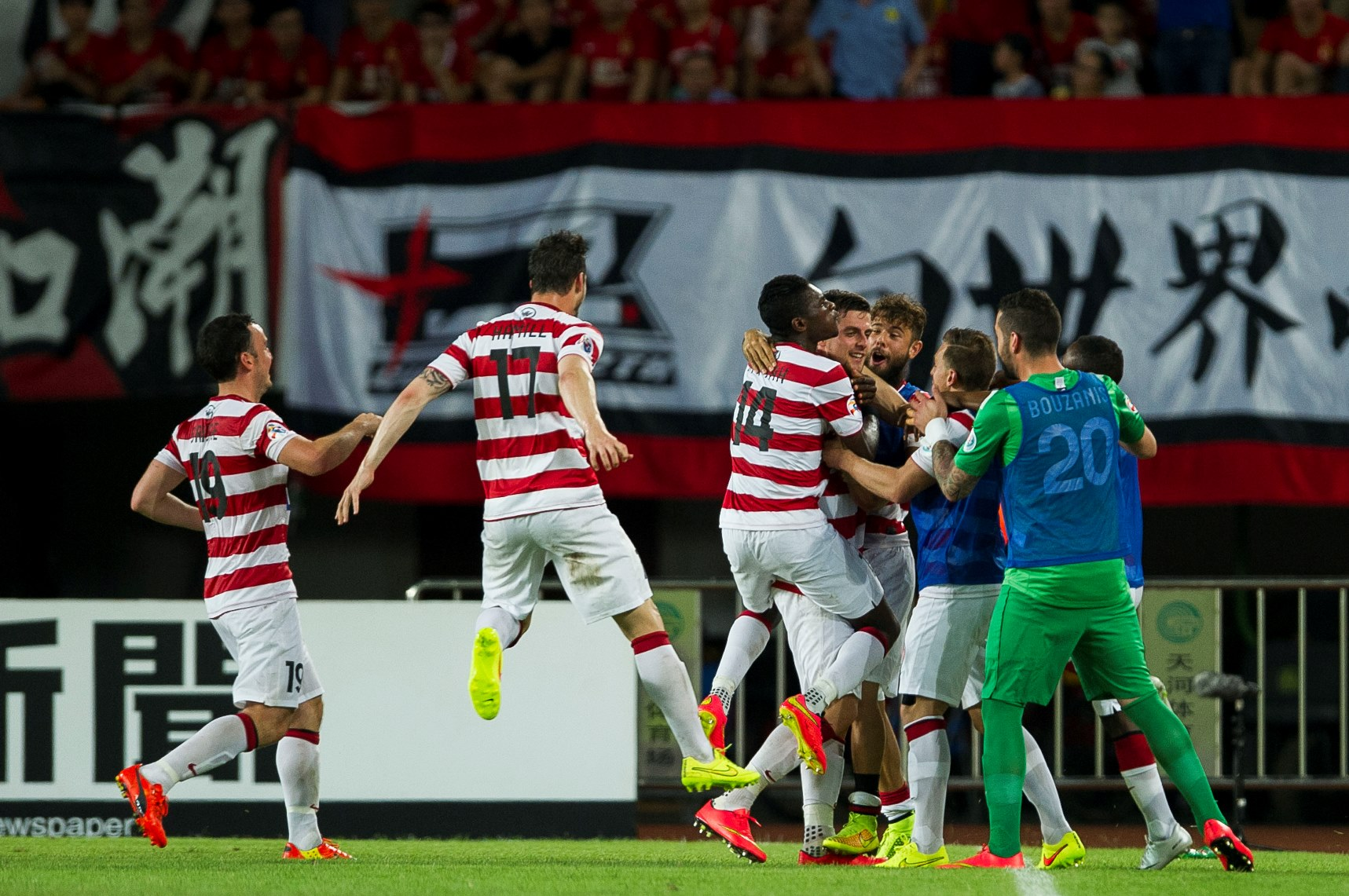 Australia's Western Sydney Wanderers will face Korea Republic's FC  Seoul in the semi-finals of the AFC Champions League next month after edging out defending champions Guangzhou Evergrande on away goals in their quarter-final.