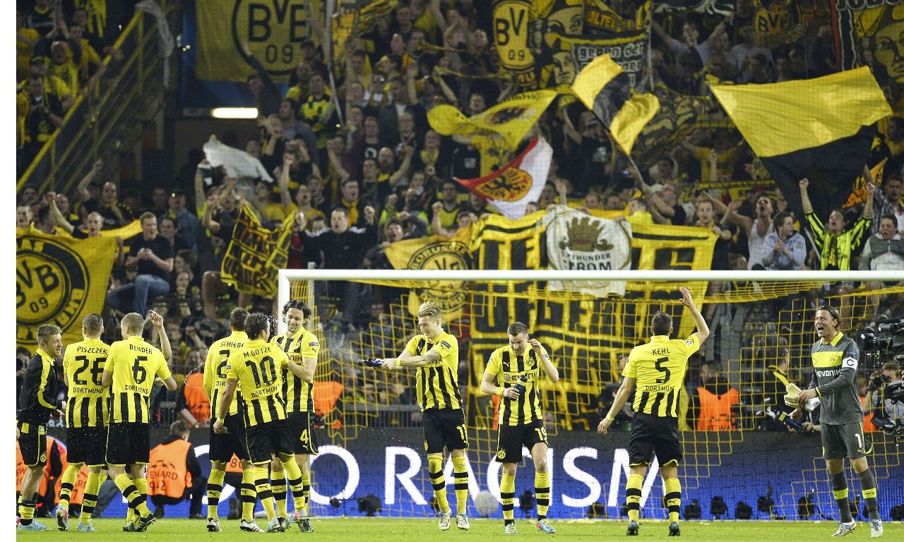 Dortmund-players-and-fans-014
