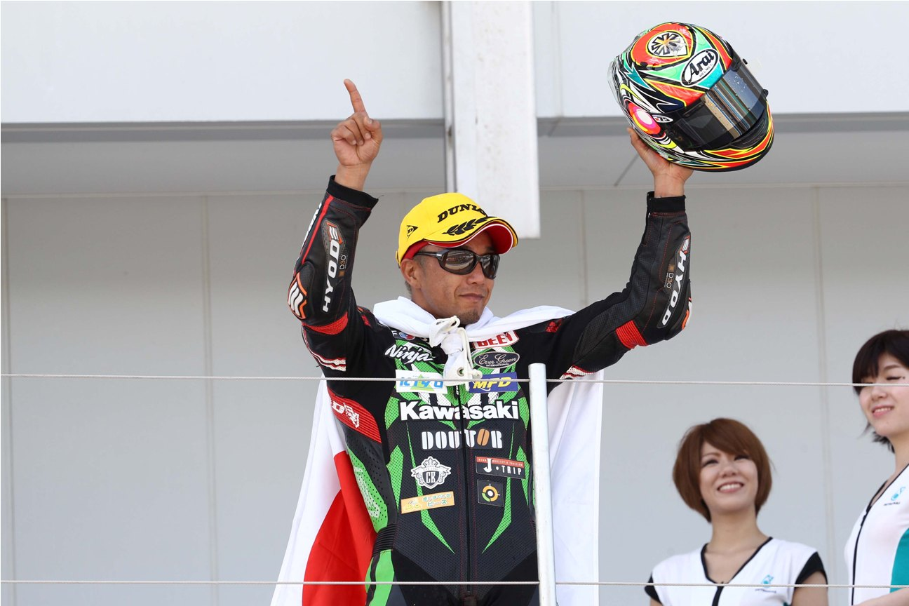 Katsuaki Fujiwara is now the new leader in the SuperSports 600cc standings