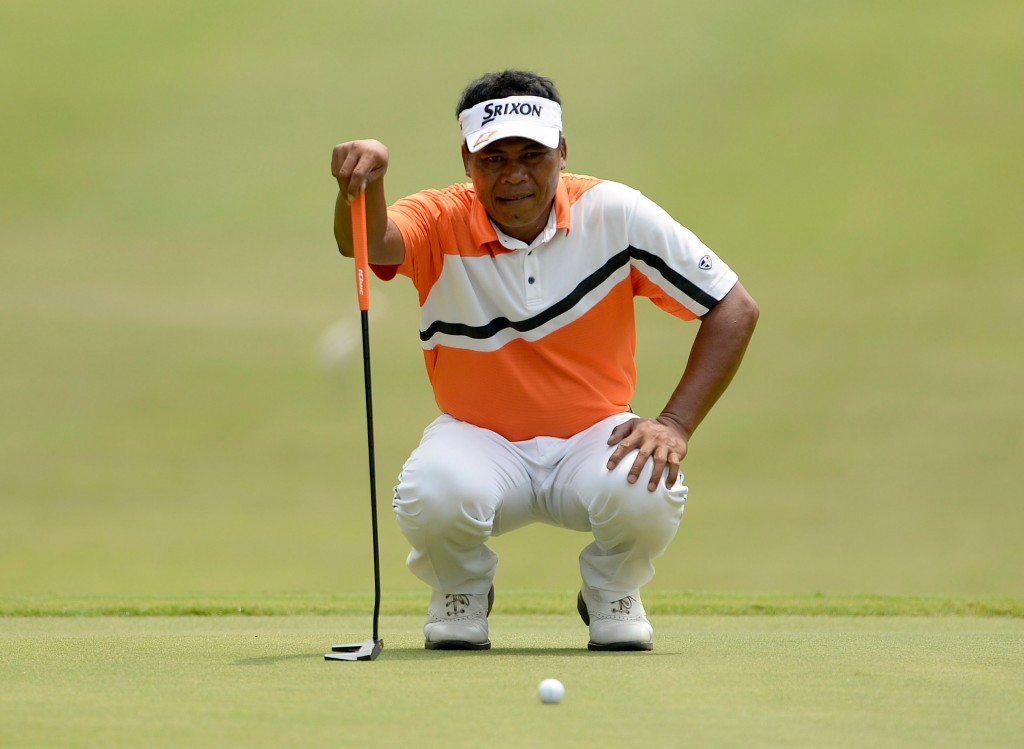 Filipino veteran Elmer Salvador rode on a hot putter to grab the opening round lead with a six-under-par 66 at the US$500,000 Yeangder Tournament Players Championship (TPC) on Thursday.