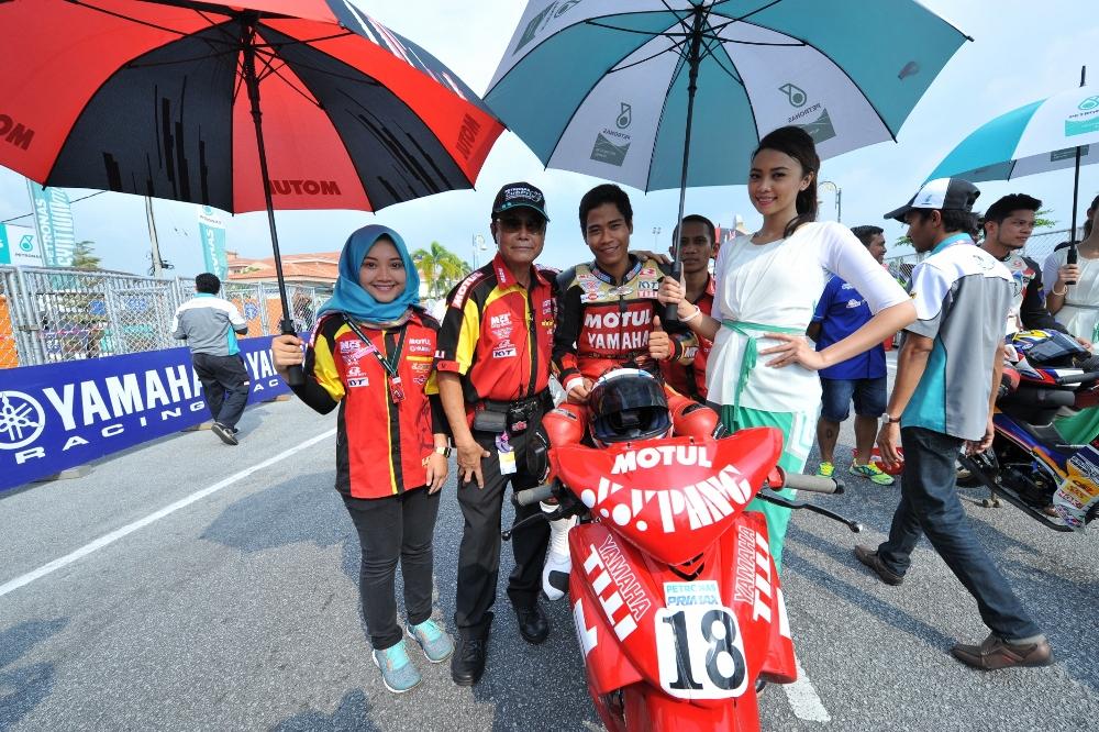 Mohd Adib Rosley at starting grid (2000x1331)