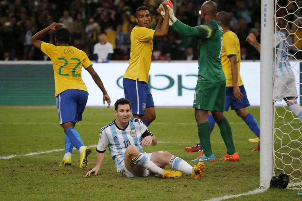 messi.missed.penalty.4