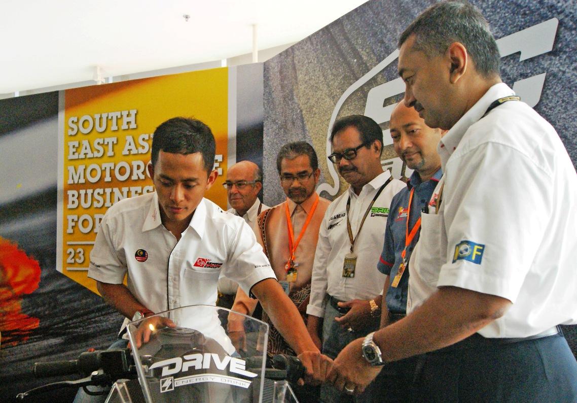(From left) The introduction of the SIC Racing Team by Carmelo Ezpeleta, CEO of DORNA; Y.Bhg Datuk Musa Bin Yusof, Director of Domestic Promotions of Tourism Malaysia ; Ybhg. Datuk Hj. Ahmad Kemin, CEO of Mutiara Motors; YAB Dato' Seri Mukhriz Mahathir, Menteri Besar Kedah and Y.Bhg Tan Sri Mokhzani Mahathir, Chairman of Sepang International Circuit.