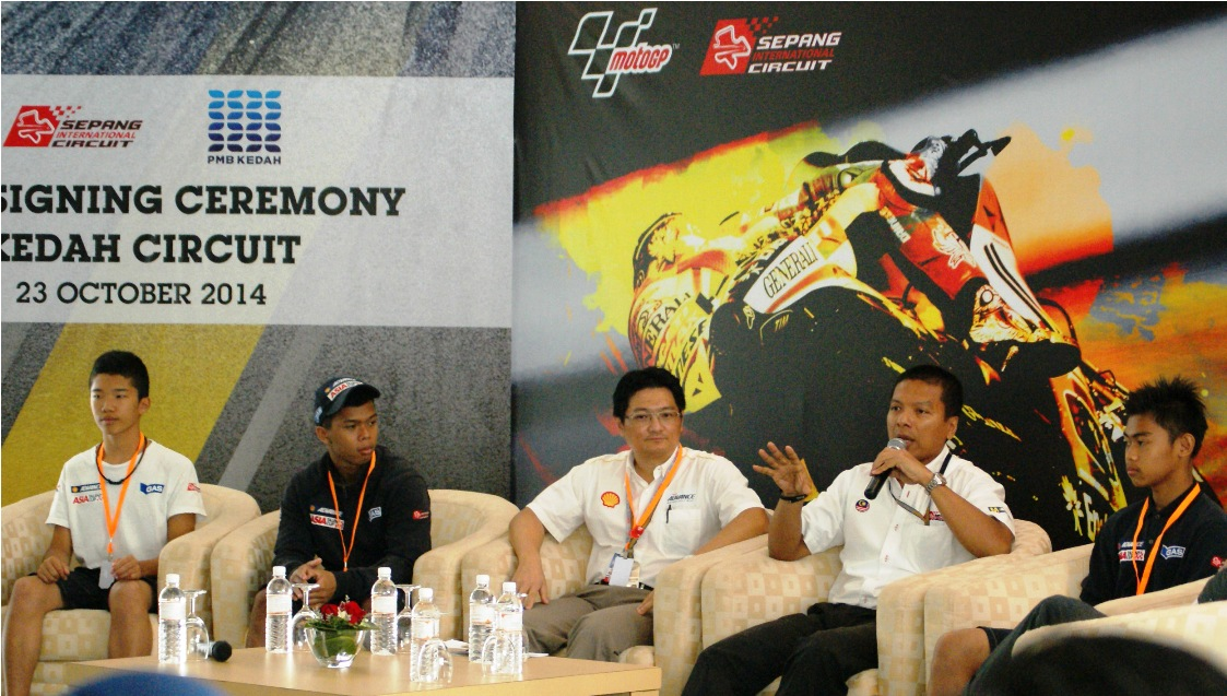 Y.Bhg Dato' Razlan Razali, CEO of Sepang International Circuit and Mr. Koh Kar Tai, Global Brand Manager of Shell Advance during the Southeast Asian Motorcycle Business Forum 2014.