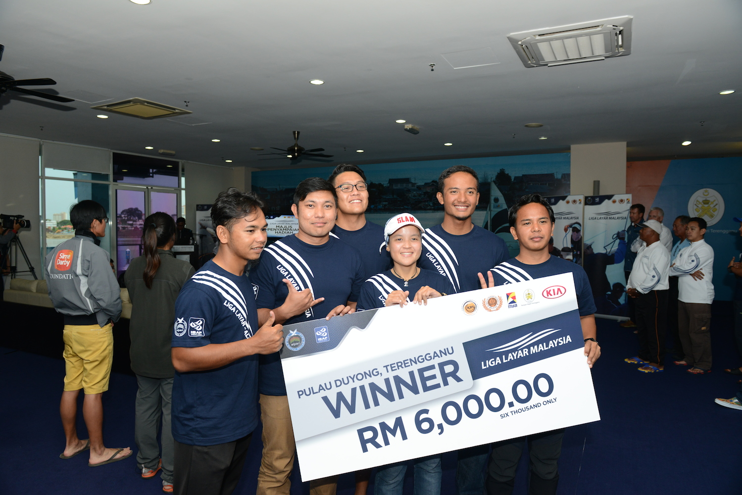 Nurul Elia Anuar and her crew members were all smiles after winning the grand prize of RM6,000.