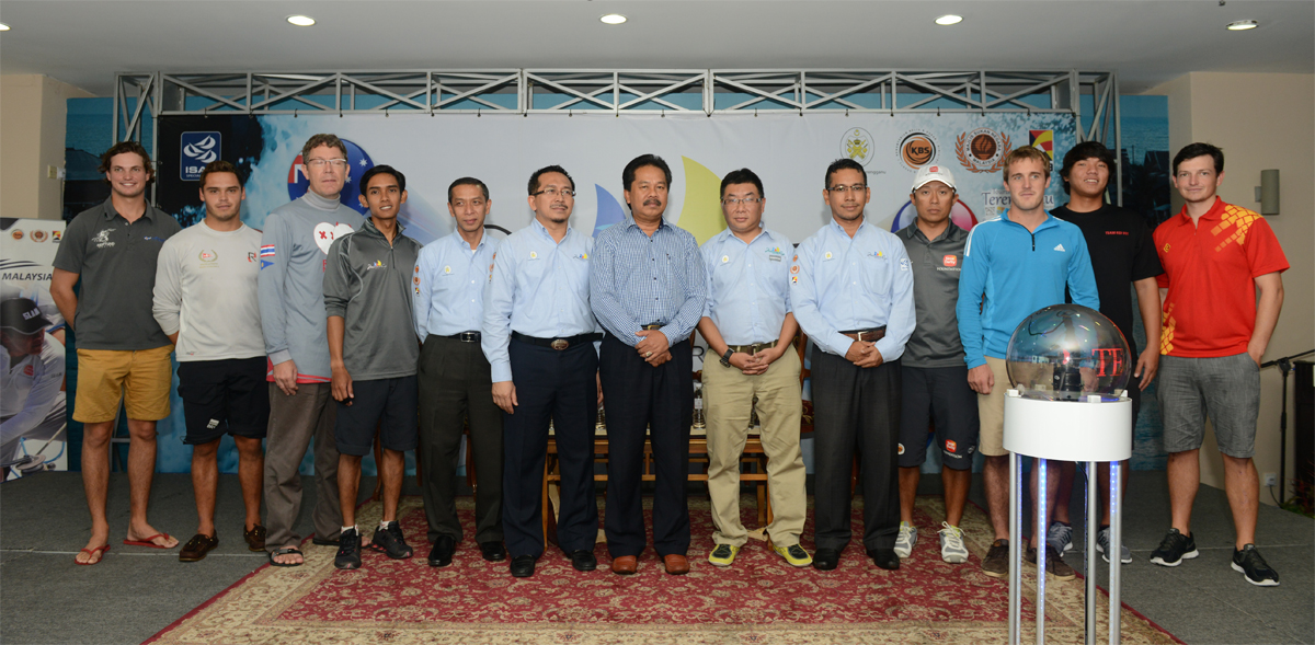 Dato' Mohd Jidin Shafie (center), with the skippers at the opening ceremony.