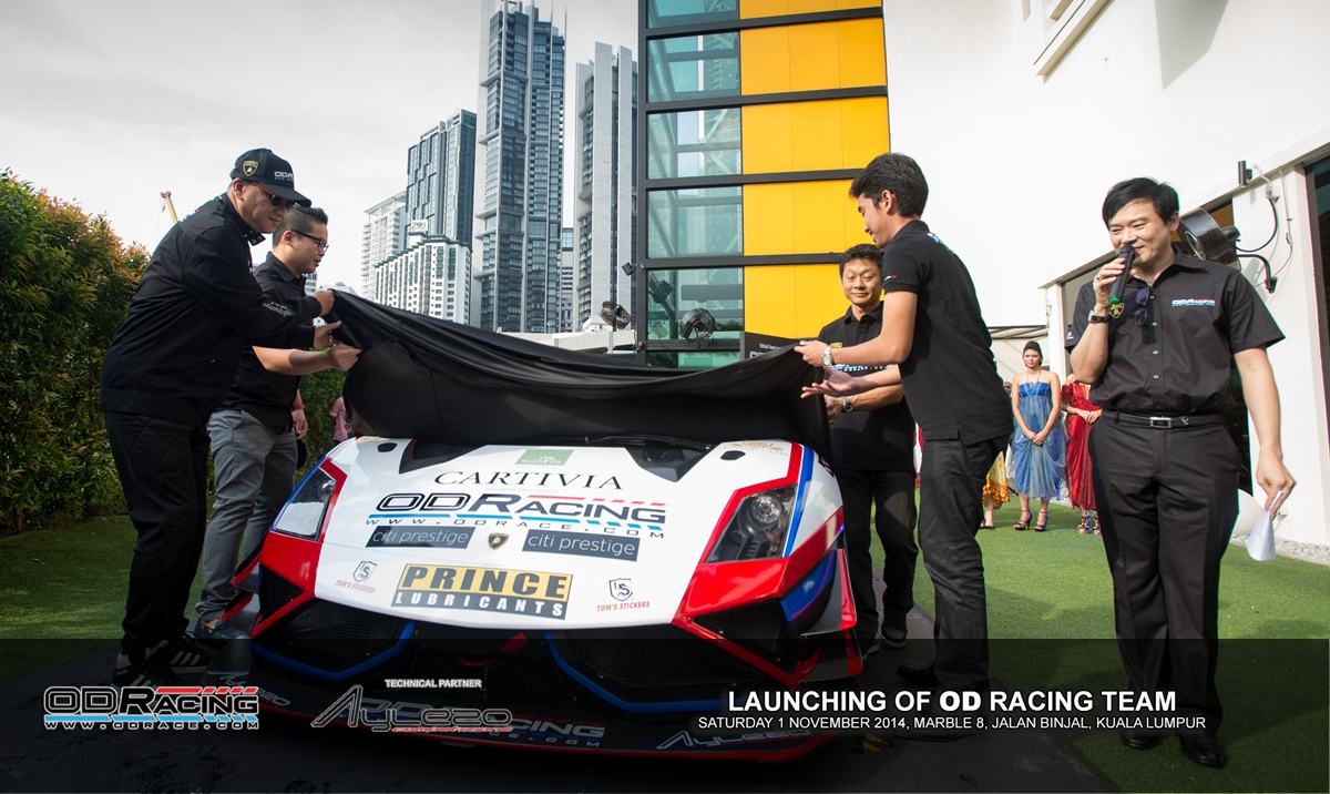 Officiated by the Minister of Tourism and Culture, YB Dato' Seri Mohamed Nazri Bin Abdul Aziz(left), a small media ceremony was held at Marble 8 in Jalan Binjai, to introduce the team's line-up and car for their 2015 race programme.