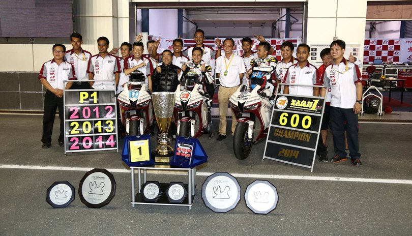 Musashi Boon Siew Honda celebrating their third consecutive SuperSports 600cc rider and team title