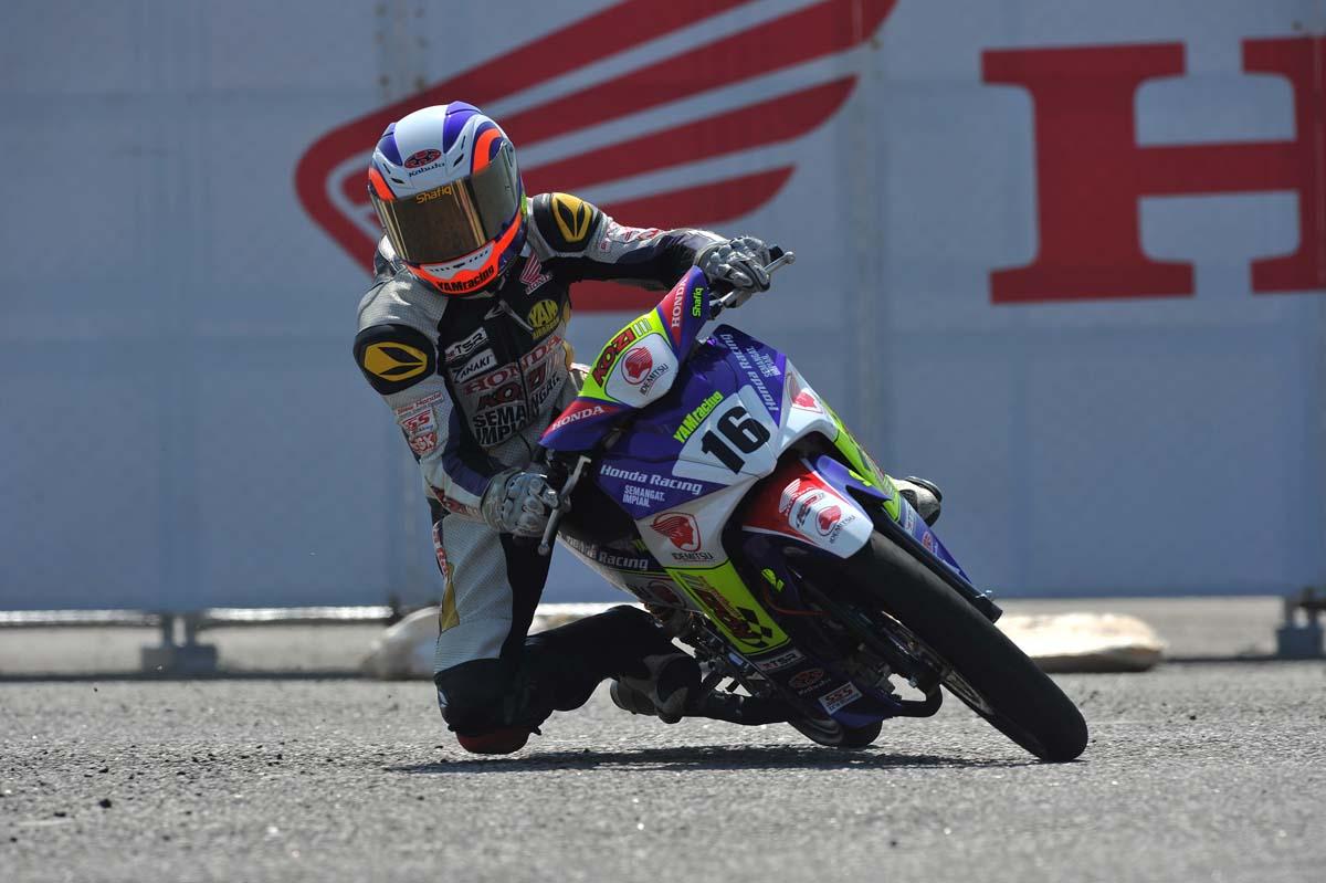 Pelumba Idemitsu Kozi Yam Honda Racing berada dalam kelompok lima pelumba terpantas dengan Mohd Shafiq Izzariq mencatat masa terpantas 51.012s.