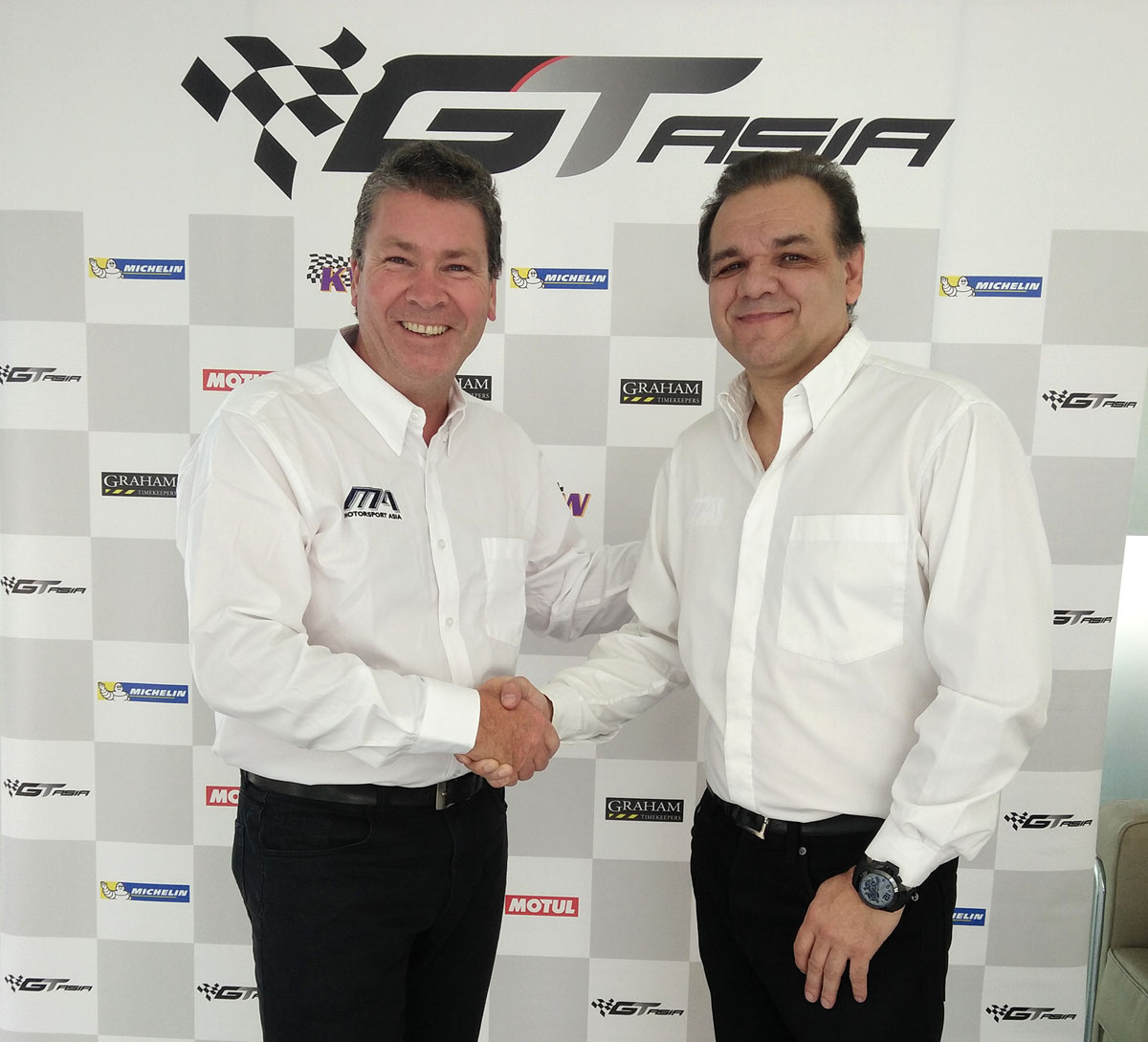Rod Wilson (left), Motorsport Asia Ltd CEO David Sonenscher (right)