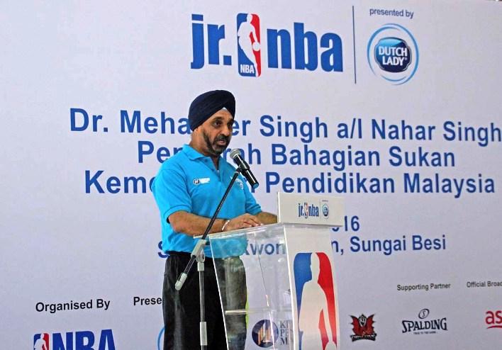 Dr.Mehander Singh a/l Nahar Singh Pengarah Bahagian Sukan Kementeria Pendidikan Malaysia
