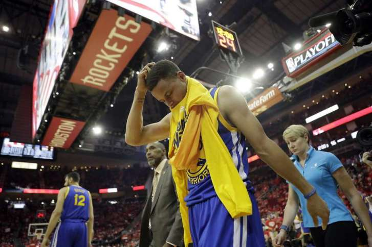 curry.hurts.knee