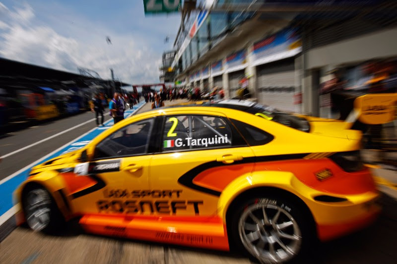 Strong results for LADA SPORT ROSNEEFT in incident-packed races on the Nordschleife.