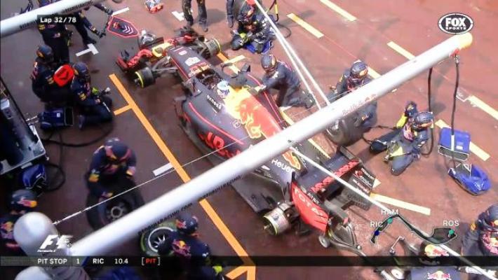Ricciardo pit stop bungle