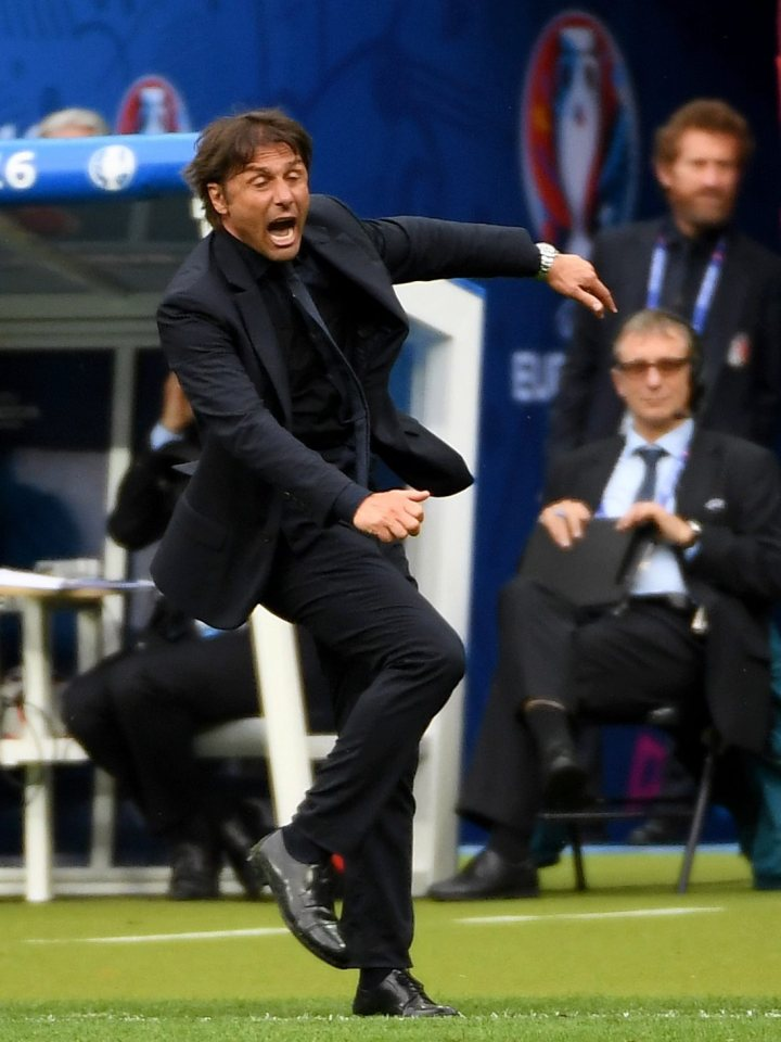 epa05394812 Italy's head coach Antonio Conte in action during the UEFA EURO 2016 round of 16 match between Italy and Spain at Stade de France in St. Denis, France, 27 June 2016. (RESTRICTIONS APPLY: For editorial news reporting purposes only. Not used for commercial or marketing purposes without prior written approval of UEFA. Images must appear as still images and must not emulate match action video footage. Photographs published in online publications (whether via the Internet or otherwise) shall have an interval of at least 20 seconds between the posting.) EPA/FILIP SINGER EDITORIAL USE ONLY
