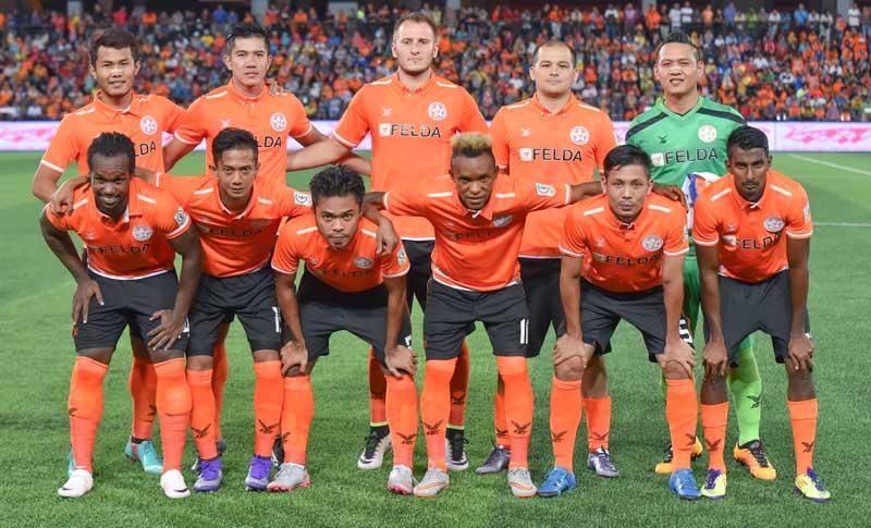 Barisan pemain pasukan KL Felda United FC bagi saingan kempen 2016 di bawah kendalian Irfan Bakti Abu Salim. Photo - Zam Zainal/www.asiana.my - All Sports Images and News Agency