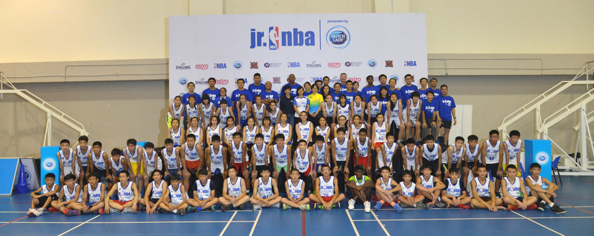 Group photo with Jim Wong, Senior Director of Global Marketing Partnerships, NBA Asia, Saw Chooi Lee, Managing Director, Dutch Lady, Representatives of the Ministry of Education, and all selected 40 boys and 24 girls at the Jr. NBA Malaysia 2016 presented by Dutch Lady Regional Selection Camp.