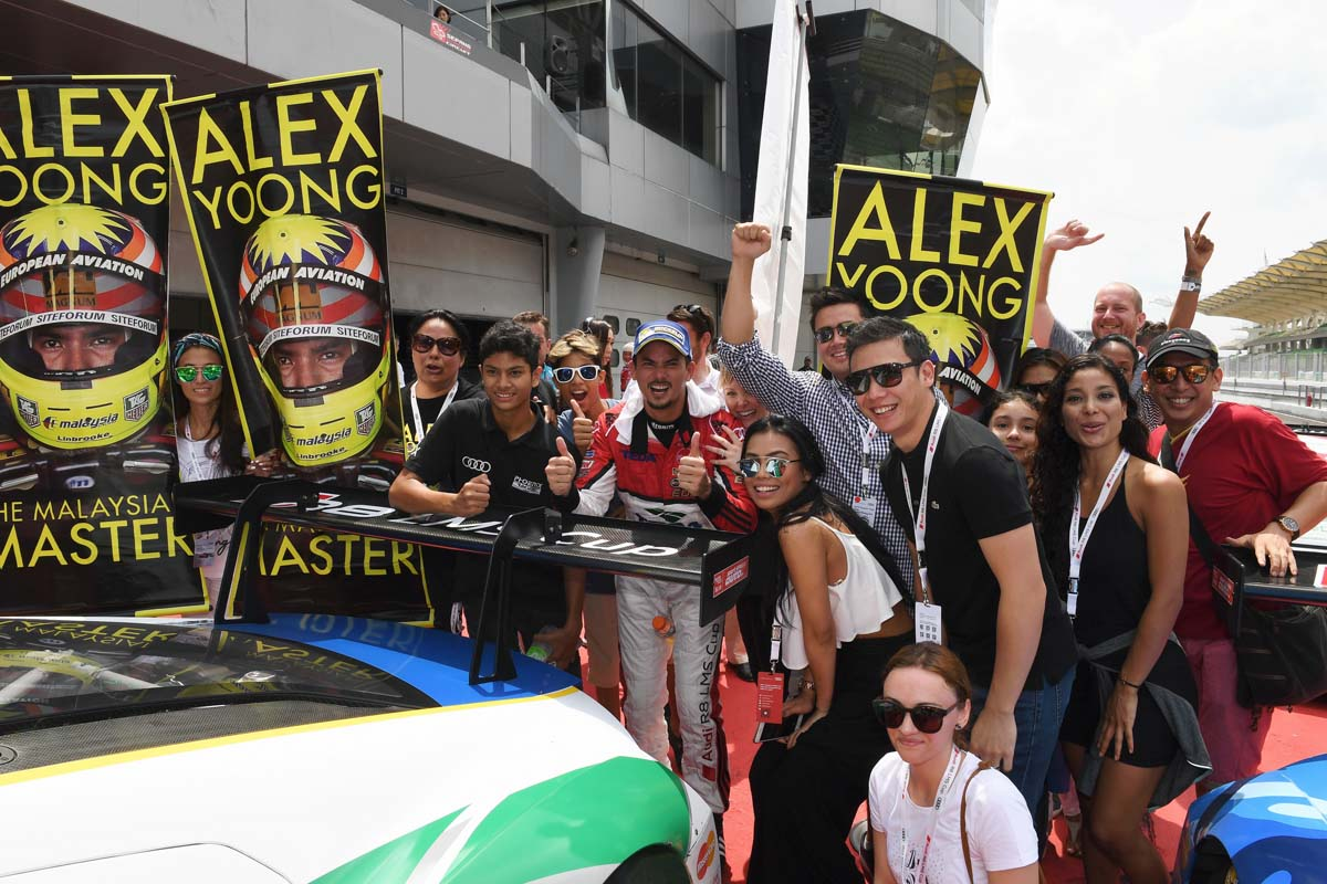 2016 Audi R8 LMS Cup 2016 Rounds 5 & 6 - Alex Yoong (MAL) Audi TEDA Racing Team celebrates with his fans