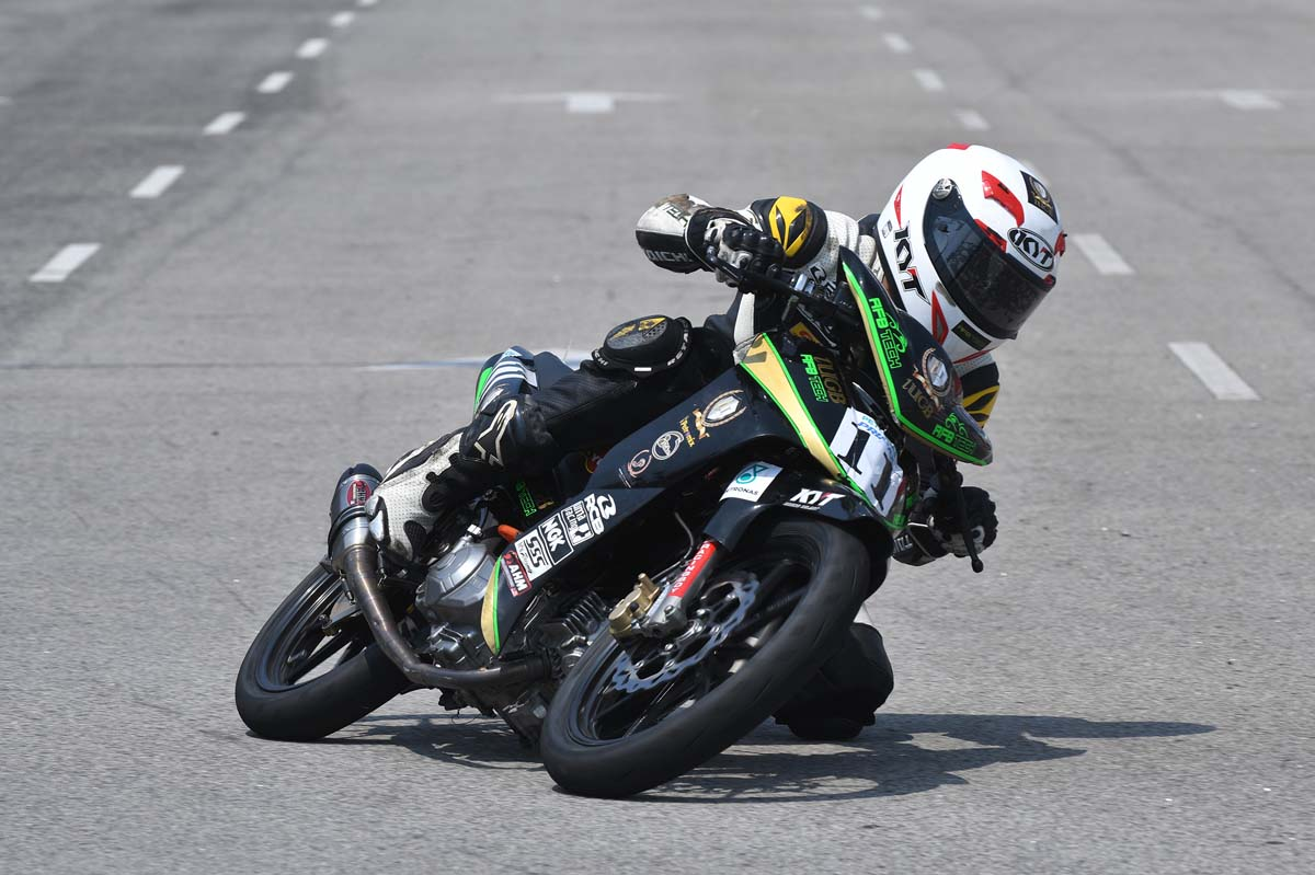 Rookie rider Mohd Helmi Azman completed a lights-to-flag race in blazing form, consistently half a second faster than the rest of the grid.