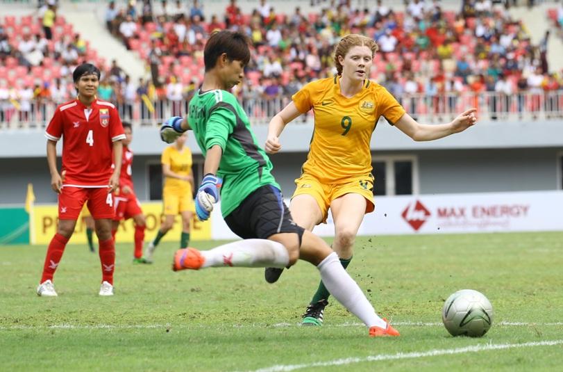 MYa keeperMya Phu Ngon  clears before Aust Cortnee Brooke Vine