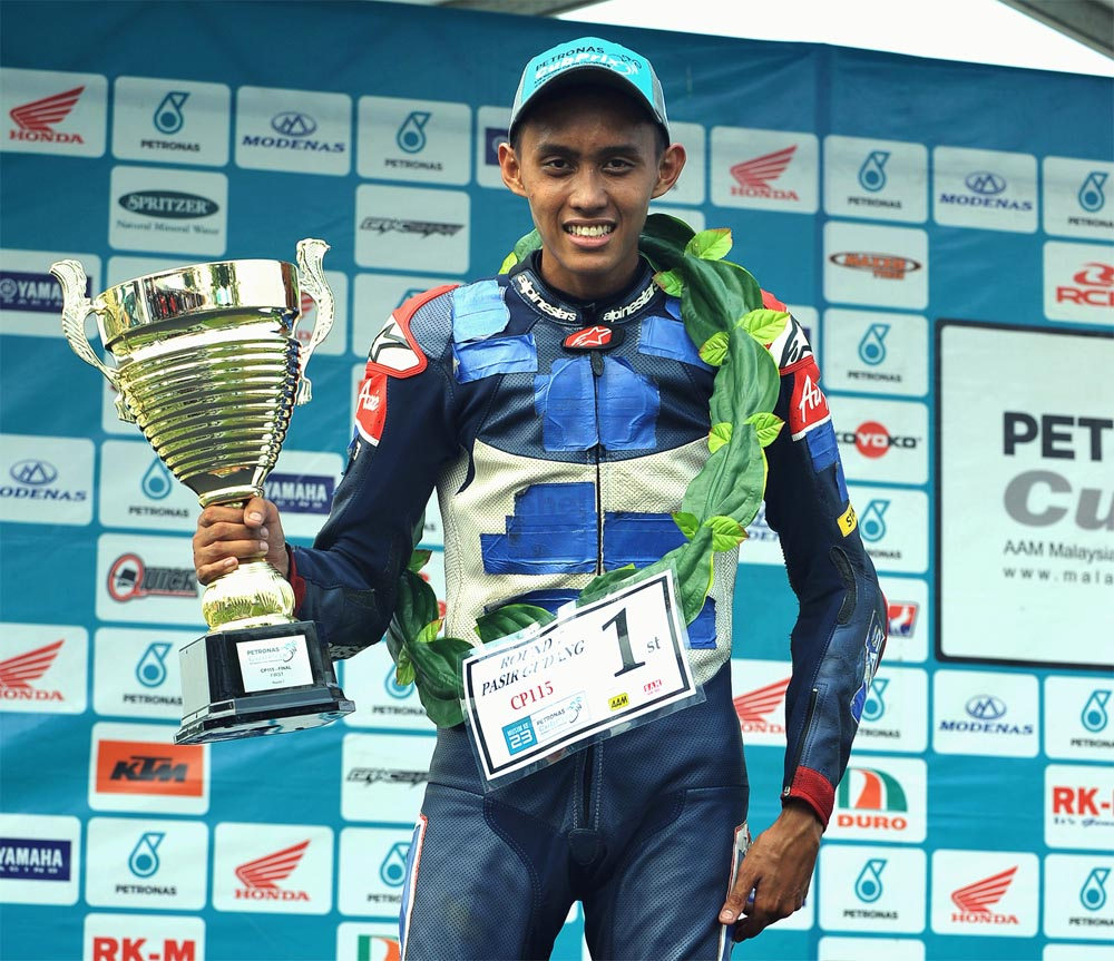 Fakhrusy Syakirin Rostam proved that he still had what it took to step onto the top of the podium when he was first across the finish line with 13'54.704s.