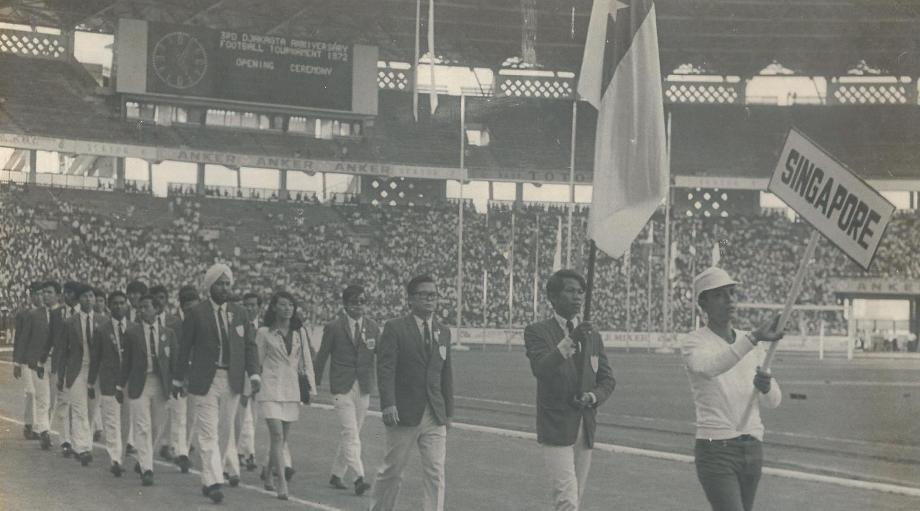1972e3