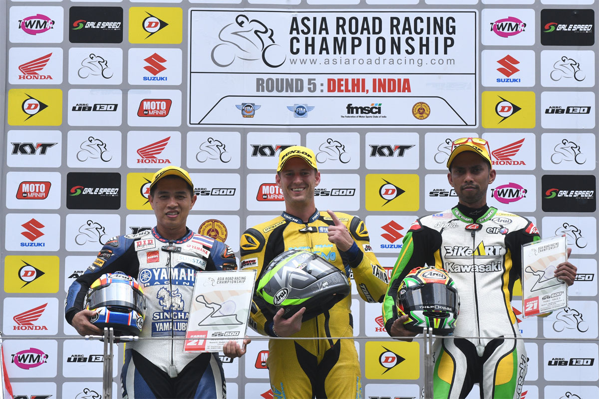 Keputusan Perlumbaan 2 Pusingan 5 ARRC India - SuperSports 600cc. Dari kiri; Decha Kraisart (THA) Yamaha, Anthony West (AUS) Yamaha dan Azlan Shah Kamaruzaman (MAS) Kawasaki