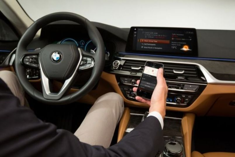lowres_bmw-connected-in-the