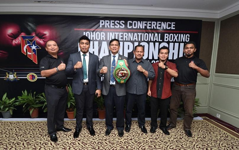 MALAYSIA, Johor Bahru: From left Mr Mohd Faizal Misbari,  Muhamad Farkhan (WBC Asian Cruiseweight Champion), Mr Thawuth Plemsamran (WBC Asia Ring Official Chairman), Mr Alexander Syah (cartel Promotions), En Taqiuidin and Tuan Hj Faruq Ibrahim during Press Conference of Johor International Boxing Champions 2017 at Thistle Hotel Johor Bahru on Dec 10th, 2016. Photo By Nizam Rahman - www.asiana.my