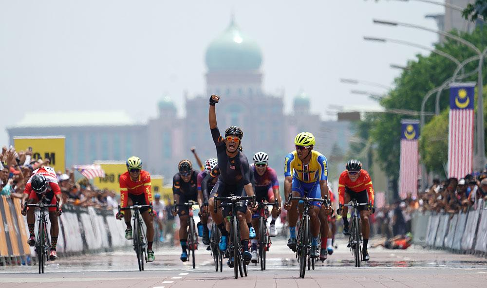 29th SEA Games KL2017 Cycling Basikal Criterium Podium Men - Winner - Mohd Harrif Saleh
