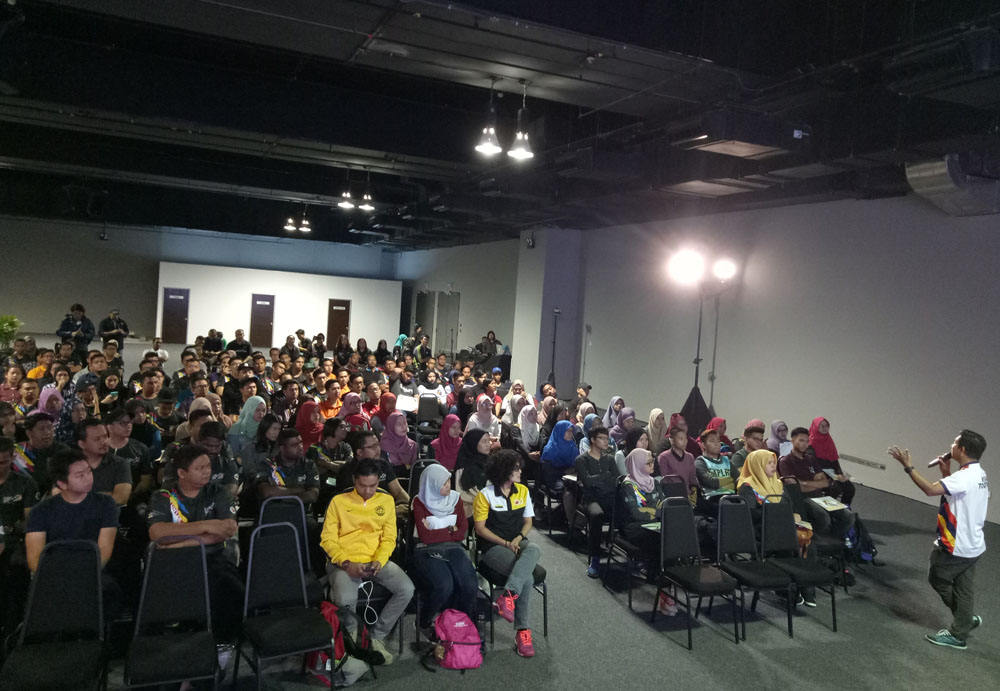 Some 200 volunteers attended a special media briefing and simulation at the Main Press Centre at the Malaysia International Trade and Exhibition Centre in Jalan Duta on Saturday (5 Aug 2017).
